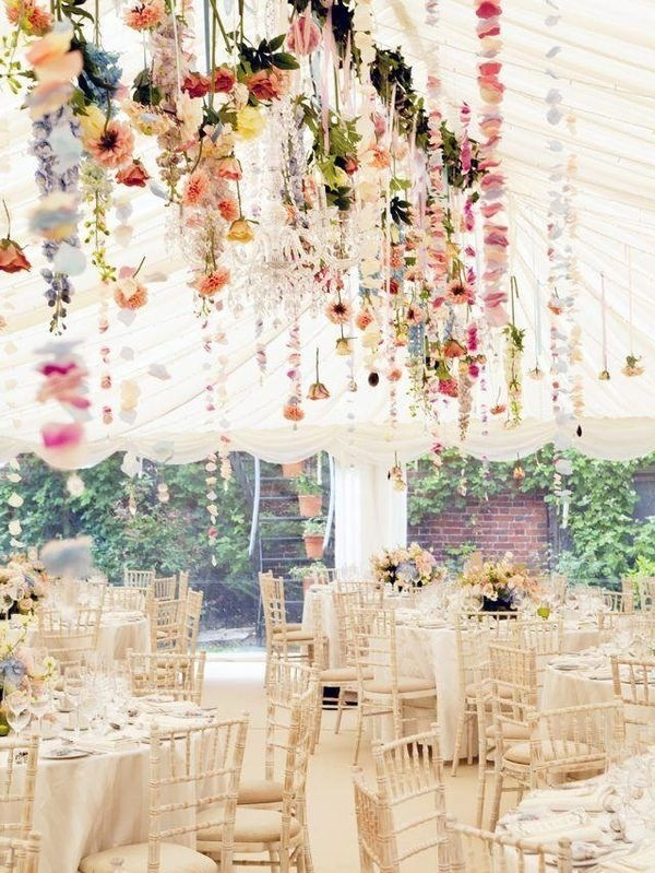 8 ways to decorate a party ceiling