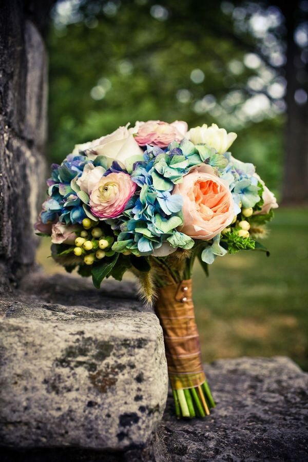 Things to consider when picking your bridal bouquet