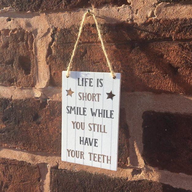 Mini sign teeth